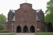 Schutzengelkirche,  Außenansicht mit Eingang (Foto: E.Valerius)