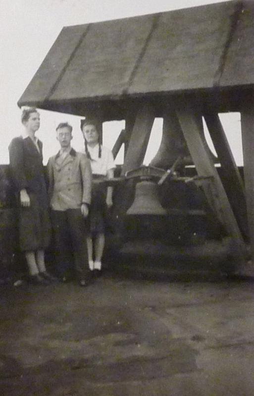 Glockenturm vor 1958 mit Schutzengelglocke (Archivfoto)