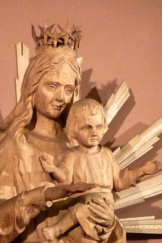 """Marienstatue:""""...auf ihrem Haupt eine Krone von zwölf Sternen. """" (Foto E.Valerius)"""