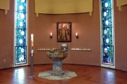 rechte Seitenkapelle vorne - Taufkapelle (Foto: E.Valerius)